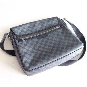 AUTHENTIC Louis Vuitton Daniel GM Shoulder bag